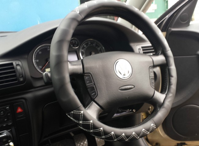 leather steering wheel cover grey stitch design easy fit 15 5 37 39 ac29 blk click. Black Bedroom Furniture Sets. Home Design Ideas