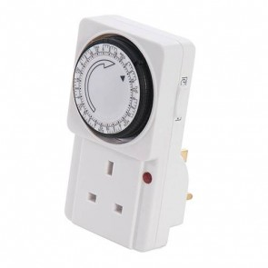 BRAND NEW PLUG-IN MECHANICAL TIMER 7 DAY LIGHT SECURITY HOME SOCKET P105